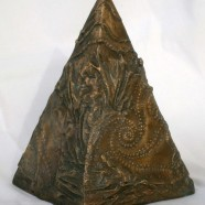 piramide in bronzo a base pentagonale - lato base cm. 8 h. 25